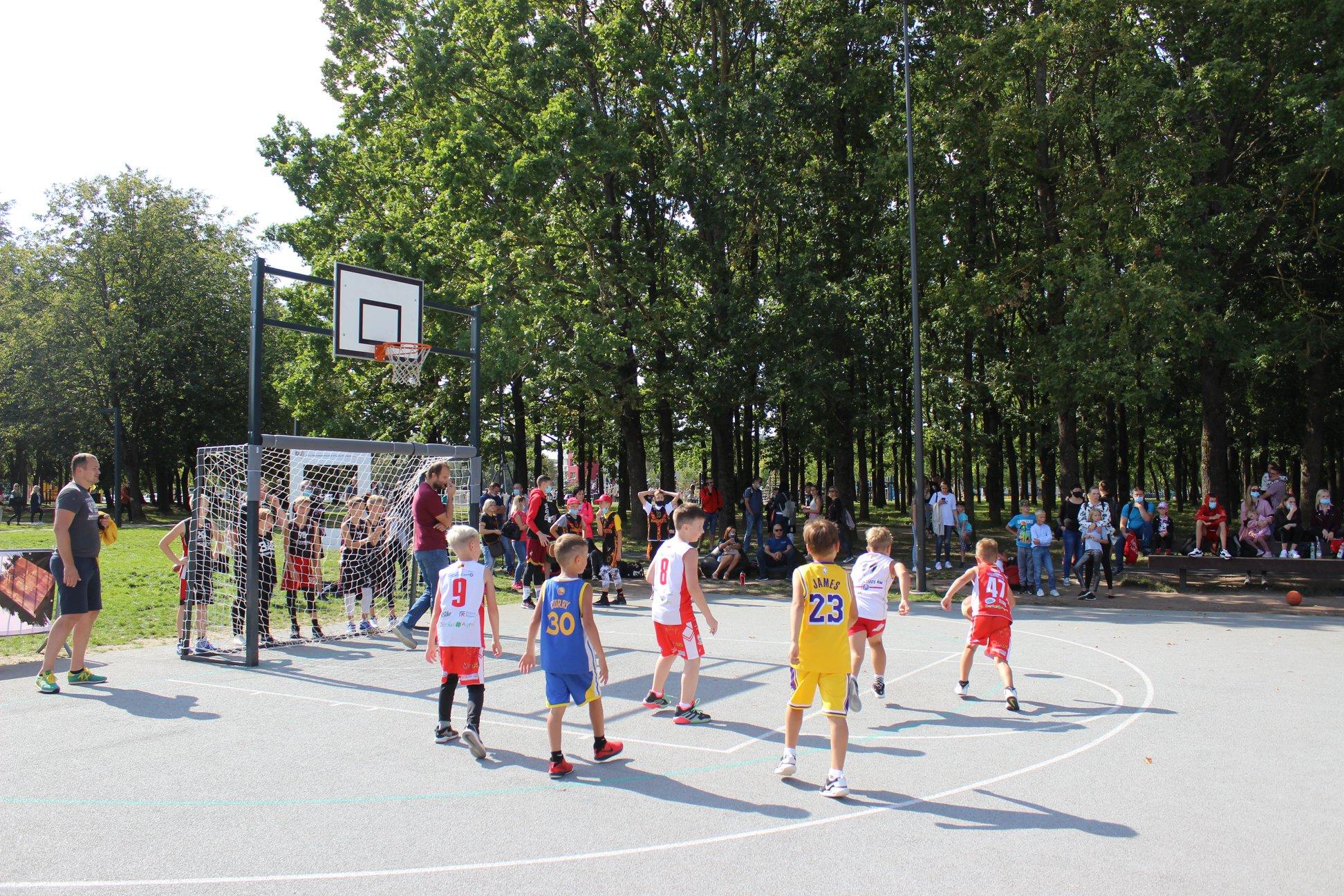 Ar verta sportuoti Aukštaitijos krepšinio mokykloje?